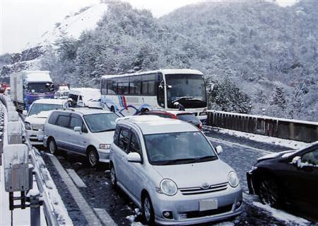 雪 道 タイヤ ノーマル