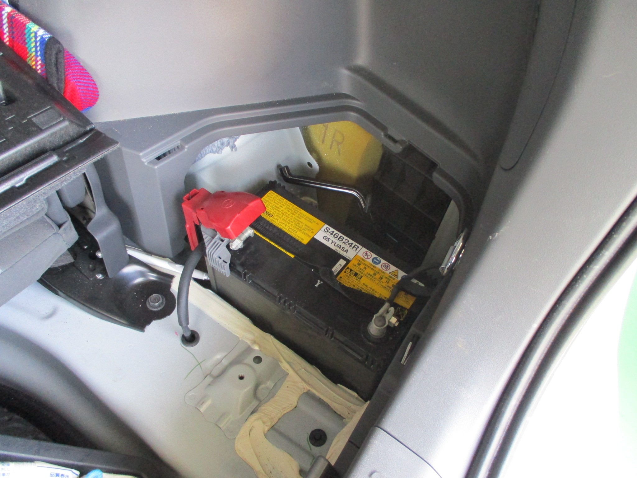 プリウスαでバッテリー交換。 | トヨタ プリウスα | サービス事例 ...